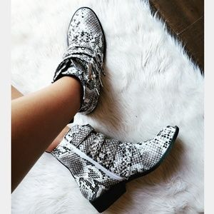 🆕️//The Rory//snake combat boots